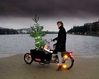 Long John Christmas Tradition in Copenhagen by Mikael Colville-Andersen