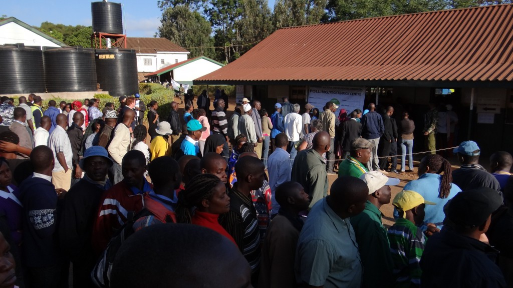 Nairobi citizens queue to vote. Image by Heinrich-Böll-Stiftung